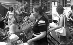 mei 1973 BHW-demonstratie op het Stadhuisplein te Leiden Tegen huisuitzetting en voor betaalbare nieuwbouw