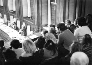 B&W Leiden vergadert met de gemeenteraad over een brief van het BHW-buurtcomité Leiden Noord betreffende reparaties aan de sociale huurwoningen van de Gemeentelijke Woningstichting (GWS)