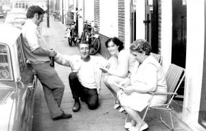 Huurders in Noord met de Buurtkrant, 1971-1974