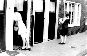 Bewoners Leiden Noord verkopen de Buurtkrant, 1971-1974