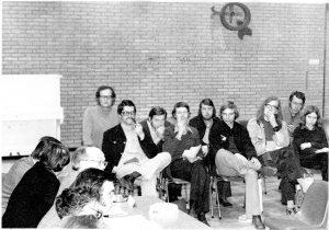 Verkiezingsforum in de Merenwijk 5-3-1974. In de zaal o.a. Peter Westbroek, Harry Boddé, Gerard Harmes, Ad van Winden en Cor Vergeer
